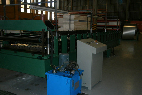 corrugated-sheet-roll-forming-machine-15.jpg